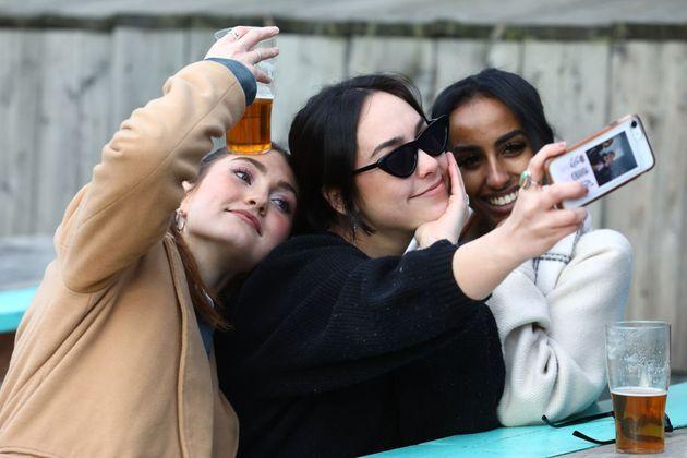Selfi entre pintas (el vaso parece medio