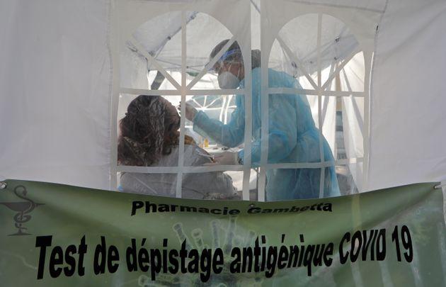 Un dépistage du Covid à Nice le 4 mars