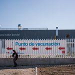 Madrid paraliza la vacunación con AstraZeneca en siete hospitales a los dos días de empezar a