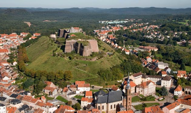 La comune de Bitche, en Moselle, est dominée par une imposante