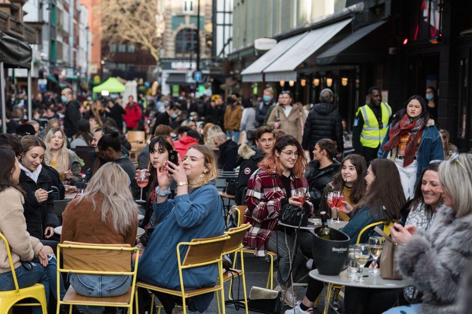 Το Λονδίνο «ζει» ξανά: Εικόνες από τη μεγάλη