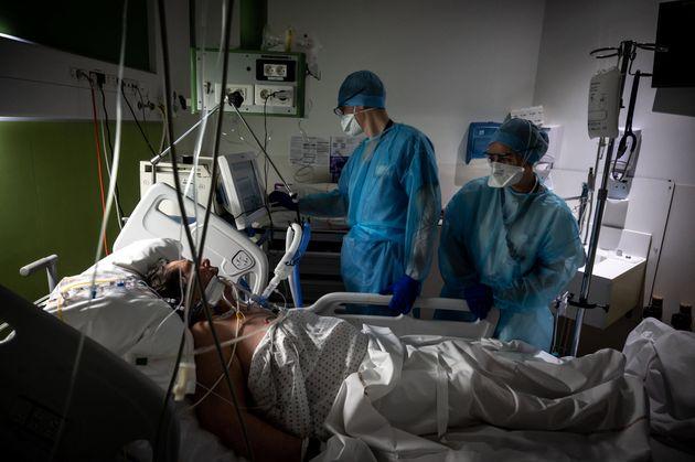 Un patient atteint du Covid traité à l'hôpital de Lyon