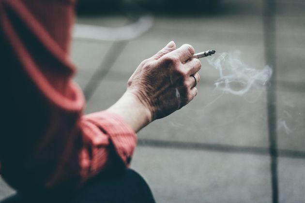 Οι Ελληνες αύξησαν και το κάπνισμα στη διάρκεια της