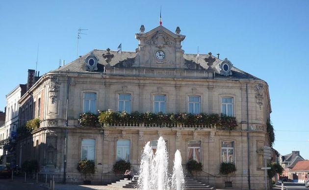 La mairie de Caudry. (photo