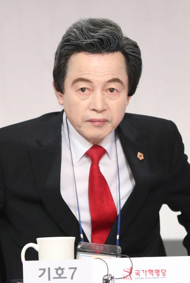 허경영 국가혁명당 서울시장 후보가 29일 서울 여의도 KBS에서 열린 서울시장 보궐선거 후보자 토론회에 자리하고 있다.