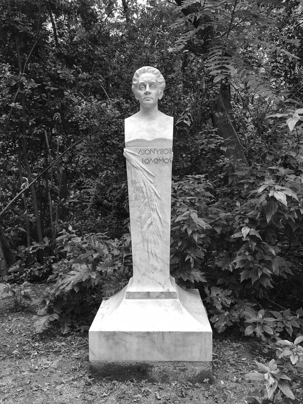 Θωμά Μ. Θωμόπουλου,Διονύσιος Σολωμός, 1925,μάρμαρο, Εθνικός Κήπος.