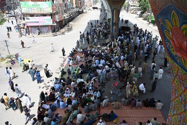 Des partisans du parti Tehreek-e-Labbaik Pakistan se rassemblent à Rawalpindi le 13 avril