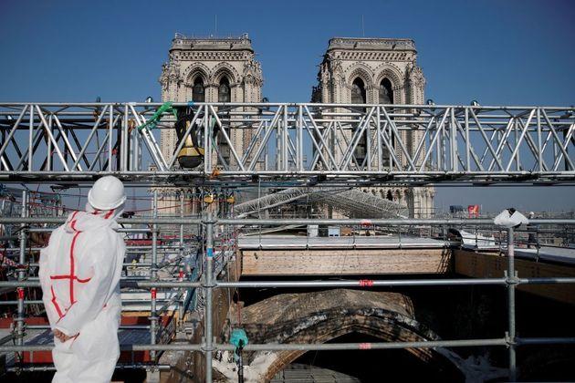 Sur le toit de la cathédrale Notre-Dame de Paris avant une visite du président Macron,...
