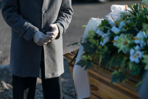 La France a enterré plus de 100 000 victimes du Covid-19. Parmi elles, des personnes âgées,...