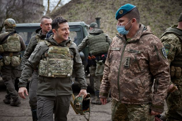 Συνομιλίες Ζελένσκι με στρατιώτες στη πρώτη γραμμή