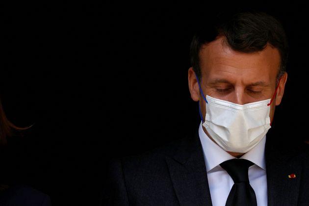 Emmanuel Macron lors de la visite d'une structure psychiatrique pour mineurs mercredi 14 avril