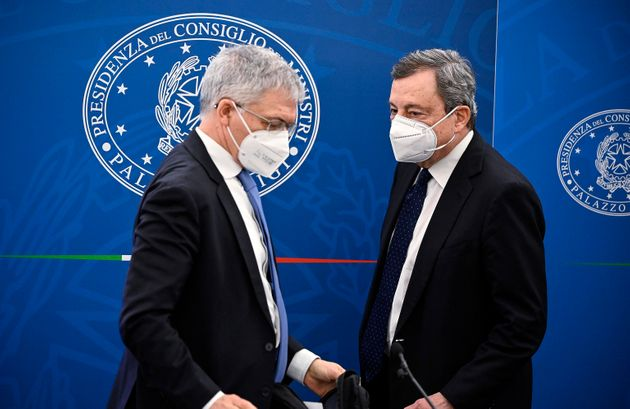 Italian Prime Minister Mario Draghi (R) and Minister of Economy Daniele Franco (L) attend a press conference...
