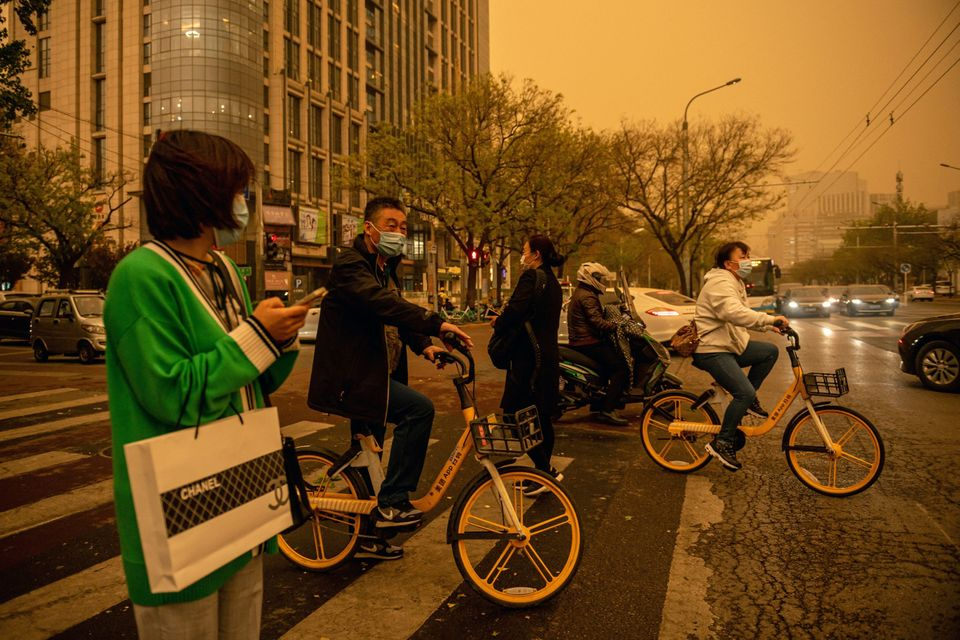 Αμμοθύελλα μετέτρεψε το Πεκίνο σε μια φωτογραφία σε σέπια - Άκρως επικίνδυνος ο