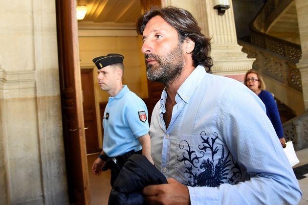 Sur cette photo prise en juillet 2016, Arnaud Mimran arrive au tribunal de Paris pour la délibération...