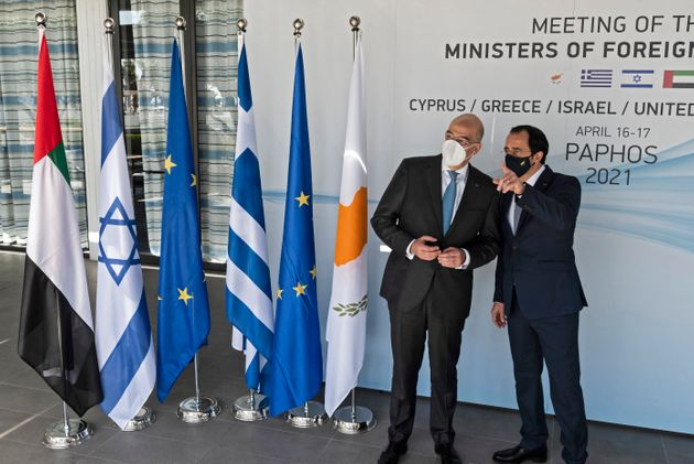 16 Απριλίου 2021 - Ο Έλληνας Υπουργός Εξωτερικών, μια ημέρα μετά την επισκεψή του στην Άγκυρα και την έντονη αντιπαράθεση που είχε με τον Τούρκο ομόλογό του κατά τη διάρκεια της συνέντευξης Τύπου, ο κ. Νίκος Δένδιας μετέβη στην Κύπρο όπου συναντήθηκε με τους υπουργούς Εξωτερικών της Κύπρου, του Ισραήλ και των ΗΑΕ.