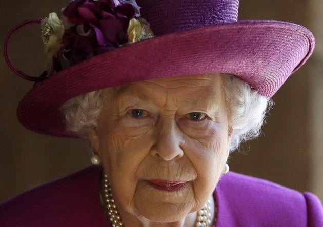 La reine Elizabeth II quittant l'abbaye de Westminster le 8 juin