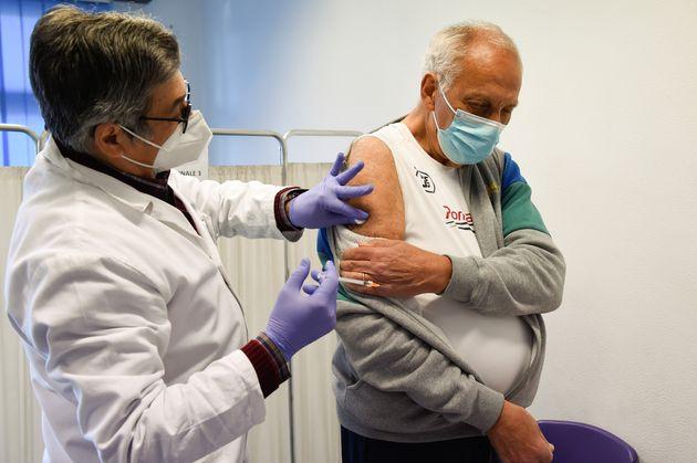 Vaccini: record giornaliero con 350mila somministrazioni. In arrivo 400mila dosi