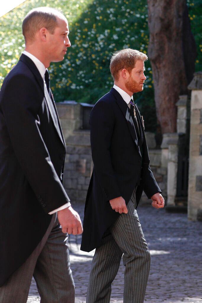 Guillermo y Harry, en el cortejo fúnebre.