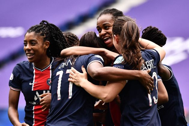 Les joueuses du PSG célèbrent un de leurs buts lors de leur victoire (2-1) face à...