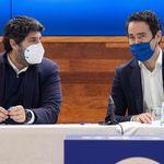 Polémica por la foto del presidente de Murcia y el 'número dos' del PP saltándose las normas en una