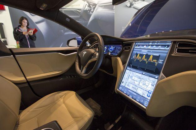 L'intérieur d'une Tesla P85D. (photo