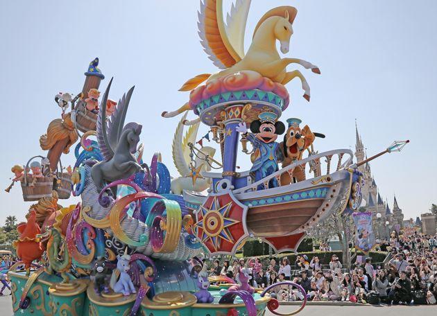 東京ディズニーランドの昼のパレード「ドリーミング・アップ!」(※撮影は2018年4月10日。来園者の集客や演出方法などは現在の状況とは異なります)