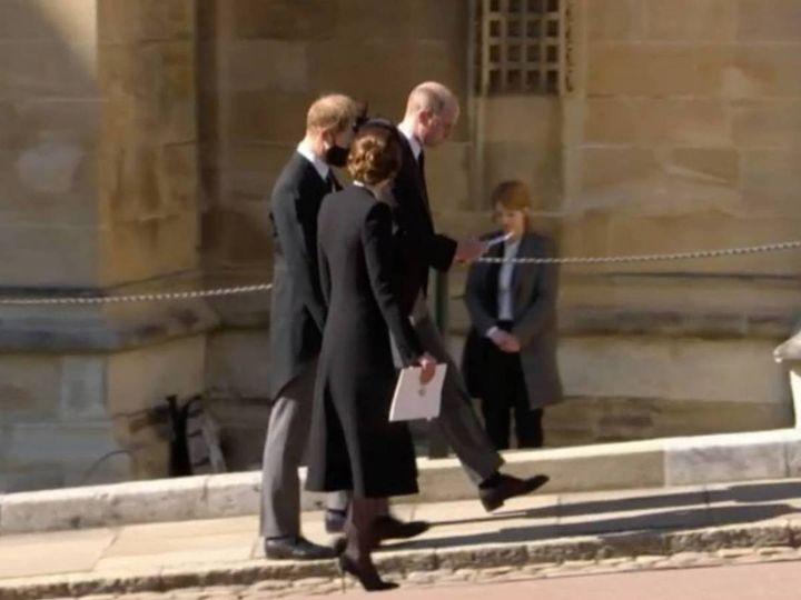 Guillermo, Harry y Kate paseando tras el funeral del duque de Edimburgo.