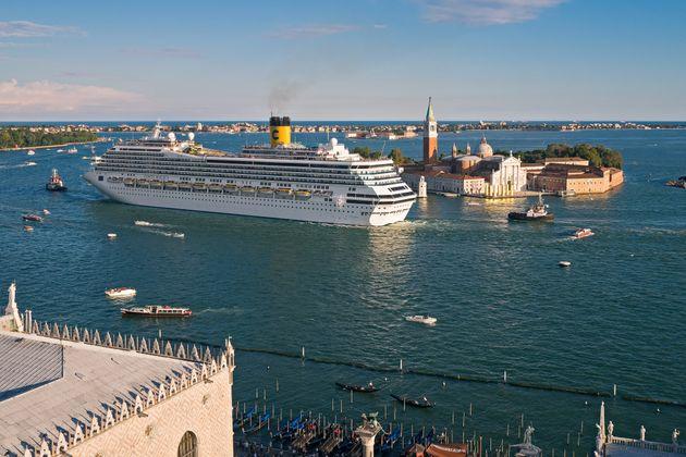 Un cavillo riporta le Grandi Navi a Venezia, in attesa di