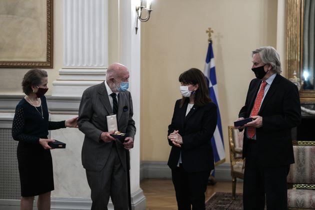 Σάρον Στόκερ, Τζακ Ντέιβις και Τσαρλς Γουίλιαμς με την Πρόεδρο της
