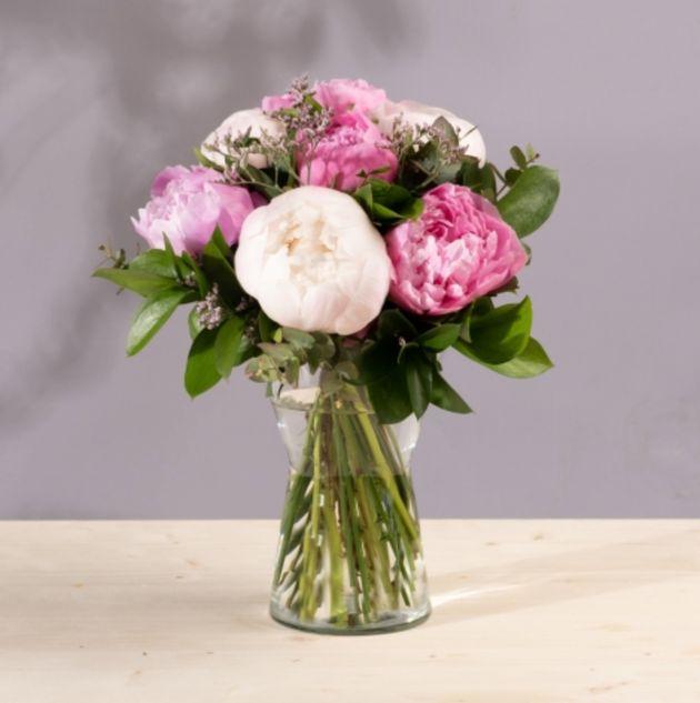 Ramo de peonías rosas y blancas, de