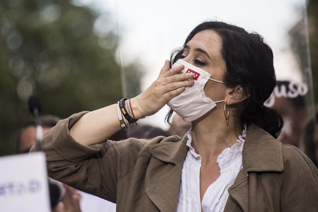 La presidenta de la Comunidad de Madrid y candidata a la reelección, Isabel Díaz Ayuso, durante su visita...