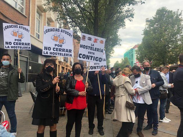 Mujeres en el mítin de Isabel Díaz Ayuso en