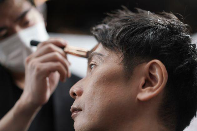 Ιαπωνία: Γιατί οι άνδρες επιχειρηματίες άρχισαν να μακιγιάρονται εν μέσω
