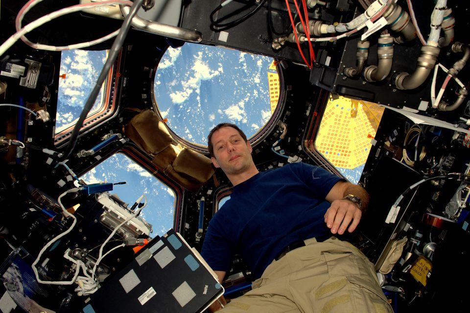 Le spationaute Thomas Pesquet à bord de la Cupola, l'un des modules européen de l'ISS /...