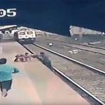 Σιδηροδρομικός υπάλληλος έσωσε την τελευταία στιγμή παιδί από τις γραμμές του