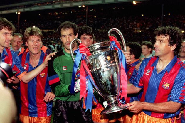 Zubizarreta, con la Copa de Europa que ganó el Barcelona en