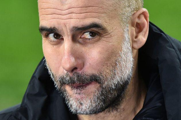 Guardiola, durante una entrevista a pie de