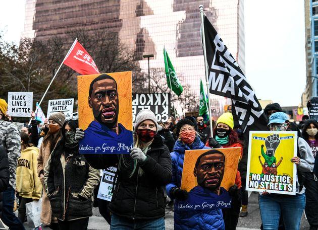 Verdict pour Derek Chauvin sur la mort de George Floyd (photo de manifestants à Minneapolis, Minnesota, le 19 avril 2021)