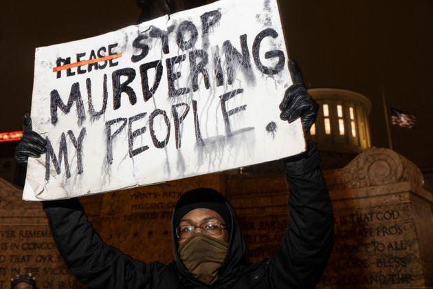 Usa, poliziotto spara e uccide adolescente afroamericana