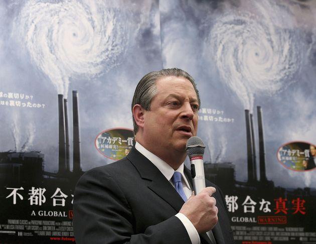 東京の丸善書店で行われた新刊『不都合な真実』のサイン会に出席するアル・ゴア元米国副大統領(2006年1月14日)