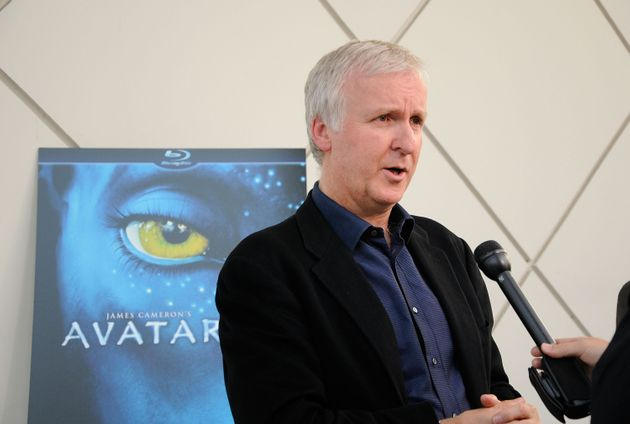 カリフォルニア州パサデナのカリフォルニア工科大学でインタビューを受けるジェームズ・キャメロン監督(2010年4月27日)