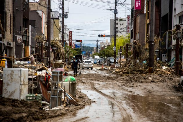 2020年7月8日。球磨川の氾濫で甚大な浸水被害を受けた熊本県人吉市の中心部