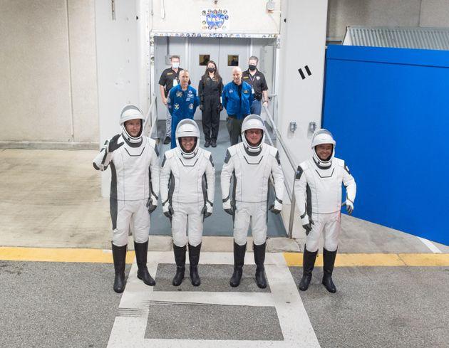 Les 4 astronautes de la mission SpaceX vers l'ISS, dont Thomas Pesquet à gauche de