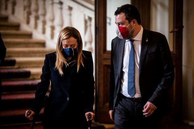 Salvini e Meloni, gli amici-nemici che si rincorrono a