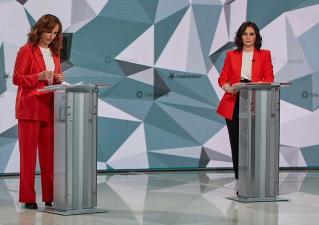 Mónica García e Isabel Díaz Ayuso, en un momento del