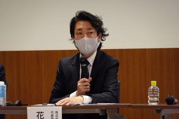 福利厚生プラットフォームとの連携について記者会見するグレイスグループの花田秀則代表取締役CEO