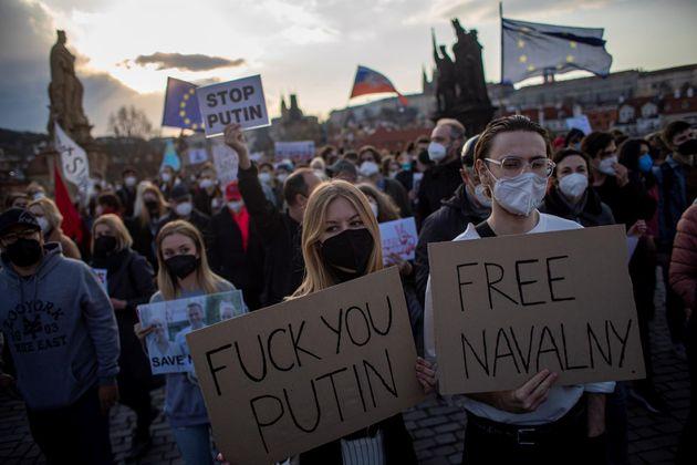 Miles de personas salen a la calle en Rusia en apoyo a