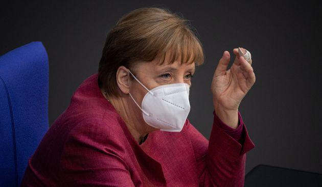 Angela Merkel, ayer, durante su intervención en el Bundestag de