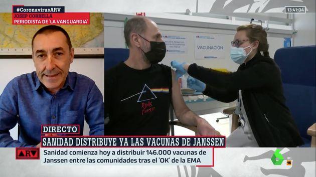Josep Corbella informa en 'Al Rojo Vivo'. A su derecha, imágenes de archivo de gente