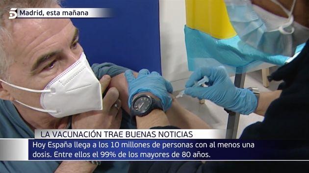 David Cantero recibe una vacuna en el